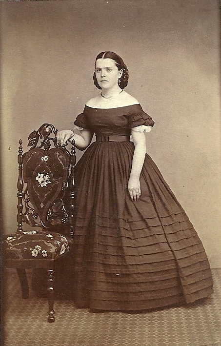 a look at fashion during the american civil war From the library of congress, prints and photographs division comes a selection of photographs of women during the civil war one page is devoted to african american women, and another to white women.