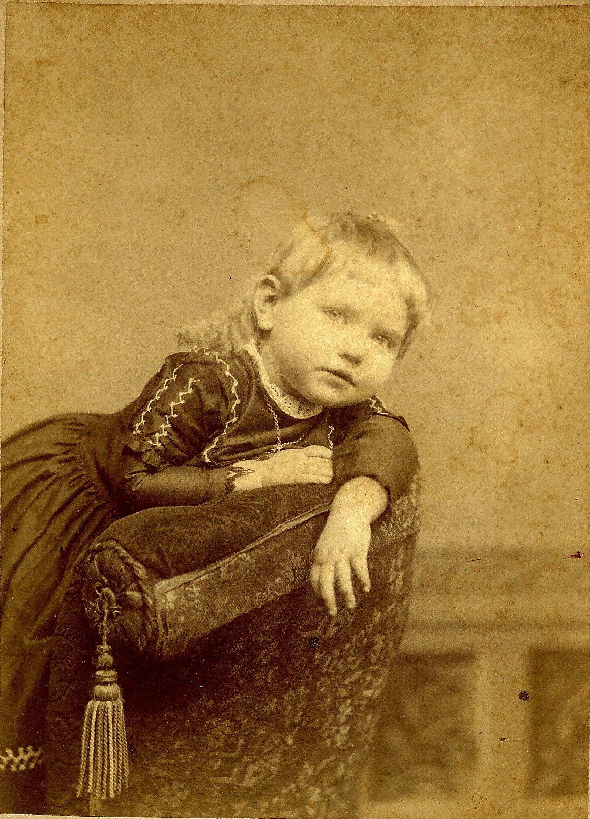 Cabinet Card dating